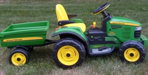 Peg_Perego_Turf_Tractor_a1fc2645ca1e0b36e981_1